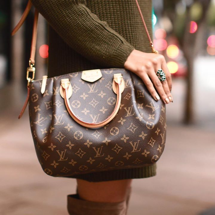 3c1c9116af0c Help  Louis Vuitton Surprise Gifts by a Mystery Admirer - Bellable